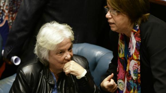 Topolansky junto a Mónica Xavier, que hoy preside la sesión del Senado. Foto: Fernando Ponzetto.