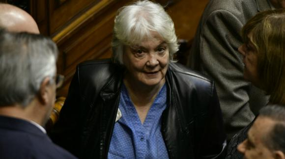 Lucía Topolansky a minutos de convertirse en vicepresidenta de la República. Foto: Fernando Ponzetto.