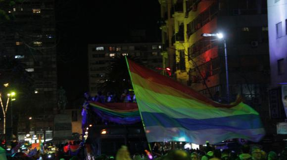 Marcha de la diversidad por 18 de Julio. Foto: Gabriel Rodríguez