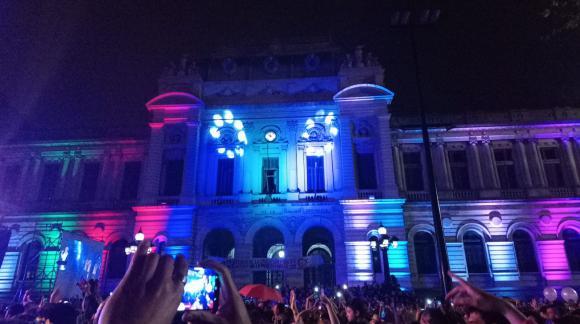 Varios edificios se iluminaron para acompañar el evento. Foto: Iara Viera