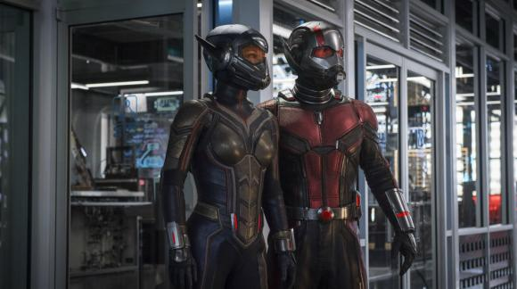 Evangeline Lilly regresa en esta segunda parte, ahora como un traje similar al de Lang