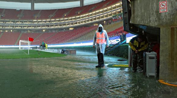 Las inmediaciones a la cancha inundadas previo al partido entre Chivas y Cruz Azul. Foto: El Universal / GDA