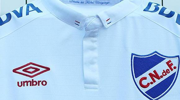 Así luce la camiseta oficial 2019 del Club Nacional de Football. Foto   UmbroUruguay 5bea1ca3ce65a