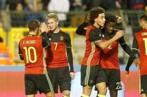 Kevin De Bruyne, Eden Hazard, Axel Witsel y Michy Batshuayi festejando el gol de la selección de Bélgica. Foto: EFE