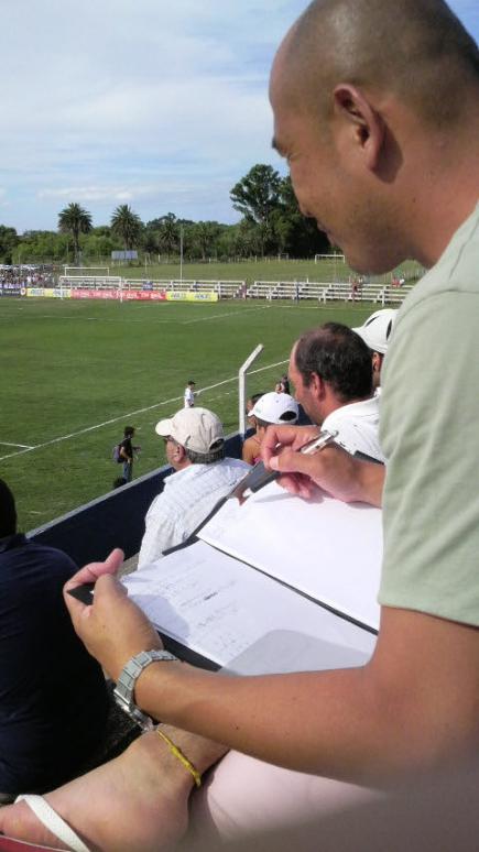 Yoshika Matsubara adquiriendo experiencia como entrenador en el fútbol uruguayo.