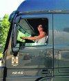Mujer manejando un camión. Foto: Archivo El País