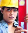 Mujer trabajando en la construcción. Foto: Archivo El País