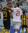 El saludo entre Xisco Jiménez y Guzmán Corujo en el clásico Peñarol vs. Nacional