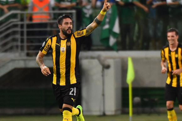 Ramón Arias festeja su gol en el Palmeiras-Peñarol. Foto: AFP