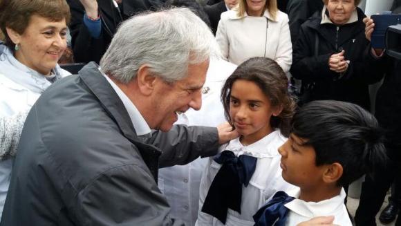 Tabaré Vázquez en la escuela Maestro Agustín Ferreiro. Foto: Daniel Rojas