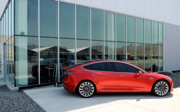 Tesla ha entregado 220 de los mil 500 Model 3 que prometió