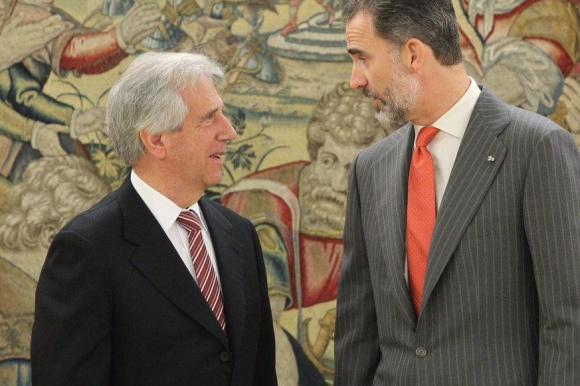 Tabaré Vázquez y el rey Felipe VI. Foto: Twitter @CasaReal