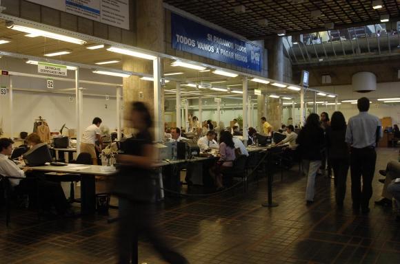 DGI. Las empresas tienden a incorporarse al sistema de facturación electrónica a partir de la citación de Rentas. (Foto: Archivo El País)
