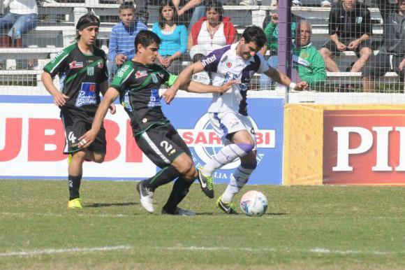 Fénix 0-2 Racing. Foto: F. Flores