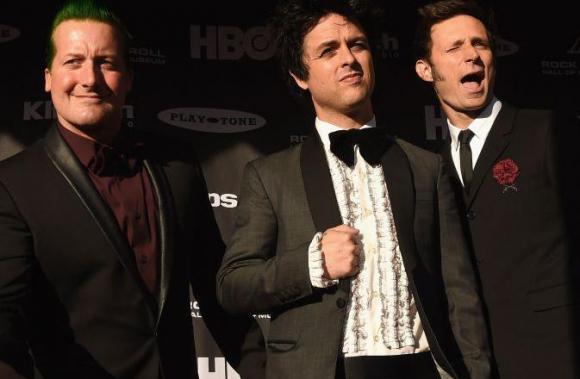Para entrar al Rock and Roll Hall of Fame, punks como Green Day se ponen smoking.