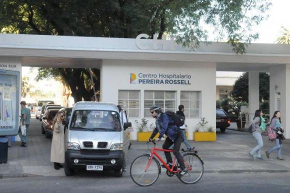 En el Pereira Rossell aseguran que agotaron los mecanismos para explicarle a la niña de su riesgo.