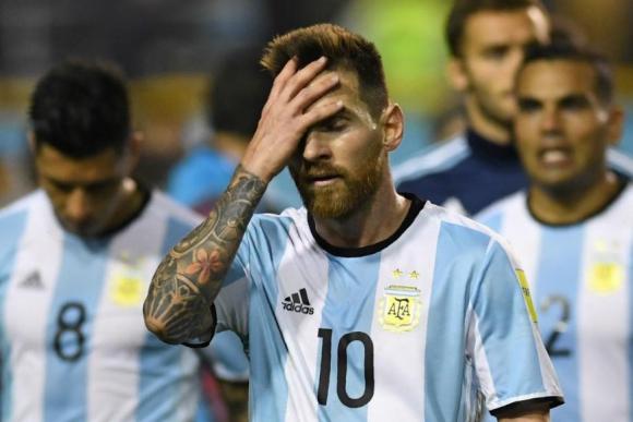 La frustración de Lionel Messi al final del partido