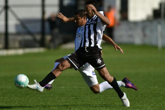 Sergio Blanco en el partido entre Cerro y Wanderers. Foto: Fernando Ponzetto
