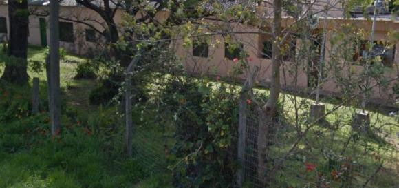 Escuela N° 253, donde ocurrió el ataque. Foto: Google Street View.