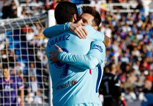Luis Suárez y Lionel Messi. Foto: AFP.
