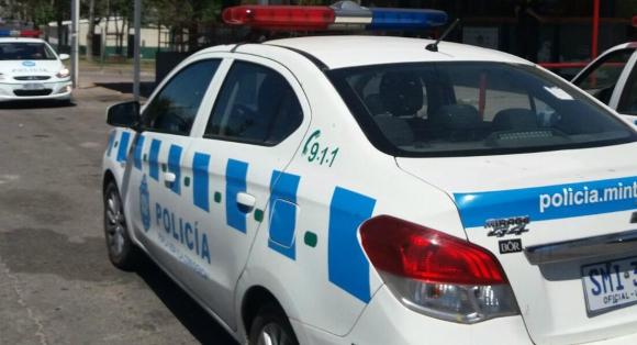 Los asaltantes tenían las caras cubiertas y escaparon corriendo. Foto: El País