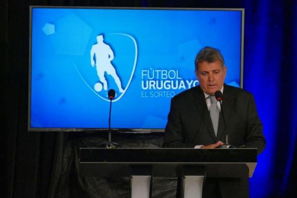 El presidente de la AUF, Wilmar Valdez, en la ceremonia del sorteo del fixture del Campeonato Uruguayo. Foto: Ricardo Figueredo