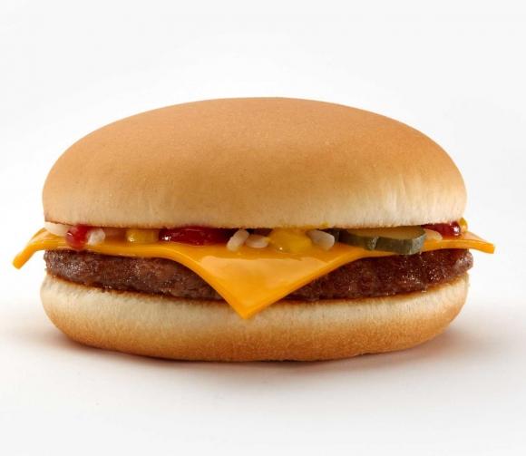 McDonald's elimina la cheeseburger de su Cajita Feliz.