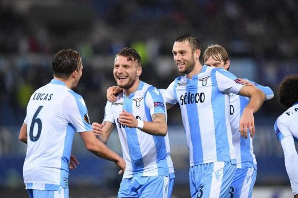 Los jugadores de Lazio ante Steaua Bucarest. Foto: EFE