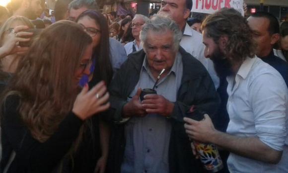 José Mujica en la marcha por el Día Internacional de la Mujer. Foto: Belén Fourment