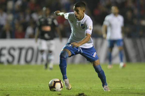 Santiago Rodríguez en el partido entra Nacional y Atlético Mineiro. Foto: Gerardo Pérez.