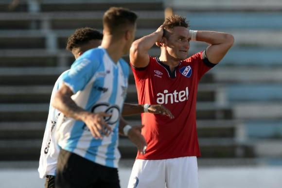 Gonzalo Bergessio convirtió el primero de Nacional ante Cerro. Foto: Gerardo Pérez / El País