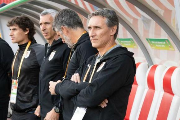 El cuerpo técnico de Uruguay Sub 20 encabezado por Gustavo Ferreyra. Foto: Efe.