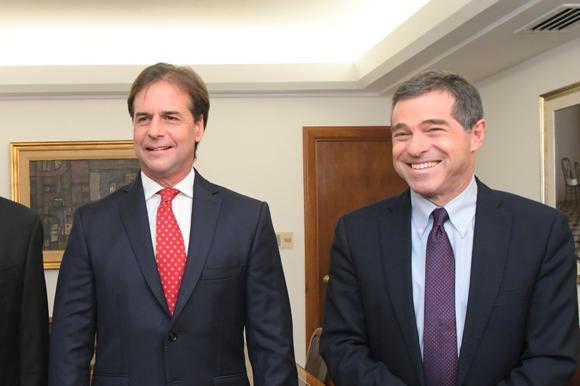 Daniel Martínez, Luis Lacalle Pou y Ernesto Talvi. Foto: Leonardo Mainé.