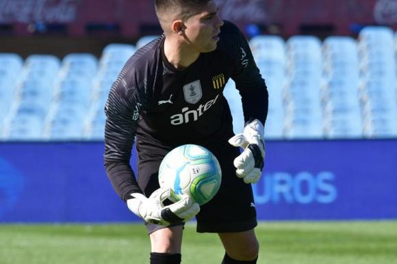 Kevin Dawson durante el clásico entre Nacional y Peñarol. Foto: Gerardo Pérez.