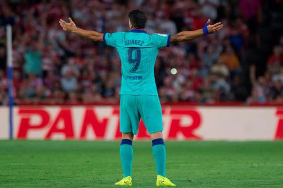 Luis Suárez en la derrota ante el Granada. Foto: AFP.