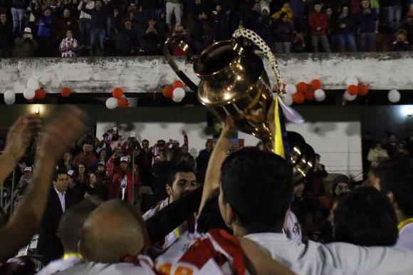 Lavalleja celebra con su trofeo haberse coronado en la Copa OFI. Foto: @SoloOfi