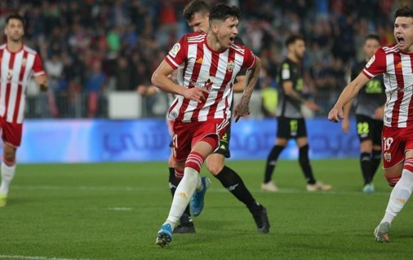 Darwin Núñez festejando su gol con el Almería