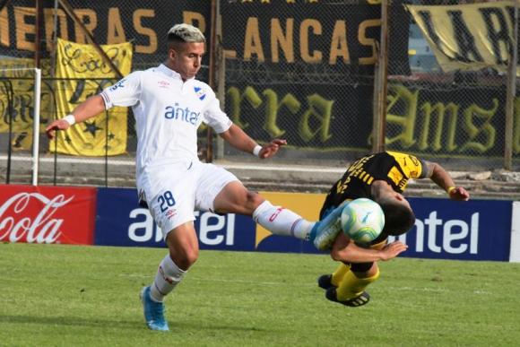Pablo García. Entró bien; le hicieron un penal.  FOTO: Gerardo Pérez.
