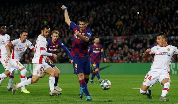 Gol de taco de Luis Suárez