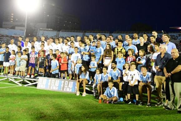 La despedida de Diego Forlán en el Estadio Centenario. Foto: Marcelo Bonjour.