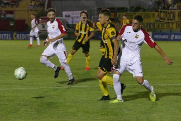 Luis Acevedo en el duelo entre Peñarol y Deportivo Maldonado. Foto: Ricardo Figueredo.