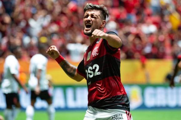 Giorgian De Arrascaeta, que festejó otro título con más con Flamengo, participó en la goleada
