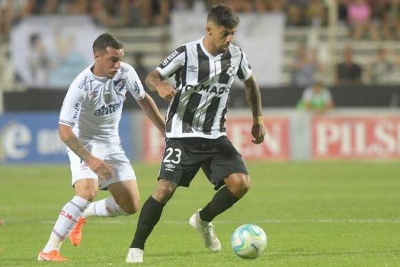 Joaquín Trasante y Jonathan Barboza en el Nacional vs. Wanderers
