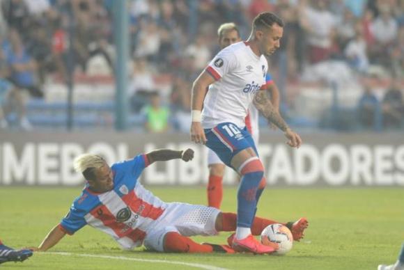 Rodrigo Amaral en el juego entre Nacional y Estudiantes de Mérida. Foto: Marcelo Bonjour.