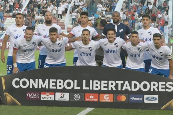El equipo de Nacional que se presentó ante Estudiantes de Mérida. Foto: Marcelo Bonjour.