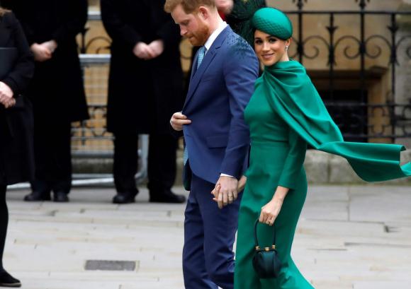 Meghan Markle y el príncipe Harry. Foto: AFP