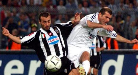 Paolo Montero marcando a Zinedine Zidane en un Juventus-Real Madrid. Foto: Archivo.