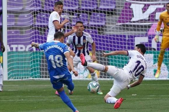 Mauro Arambarri en el duelo entre Getafe y Valladolid. Foto: AFP.