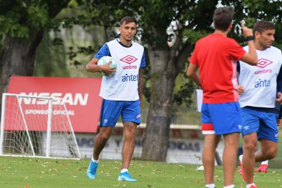 Mathías Suárez jugó 20 minutos a segunda hora. FOTO: El País.