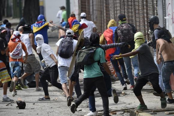 El número de muertos durante las manifestaciones aumentó a 104. Foto: AFP
